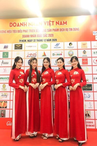Vigo chuyên cho thuê áo dài lễ tân với số lượng lớn như: thuê áo dài đỏ... với form chuẩn kèm chất vải mịn có độ co dãn sẽ là lựa chọn phù hợp cho quý khách